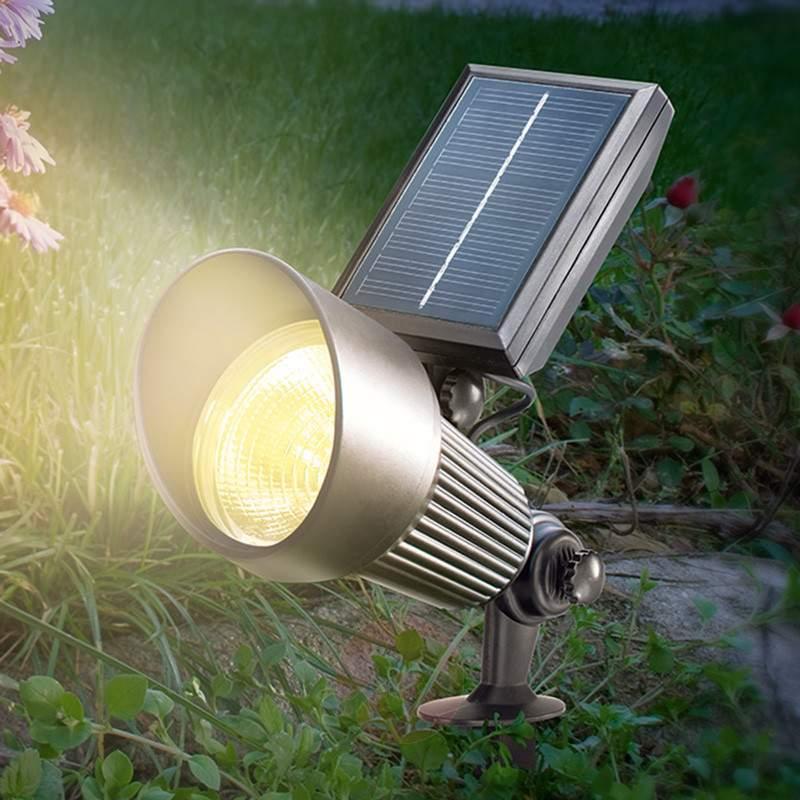 cómo iluminar tu jardín - Lámparas solares