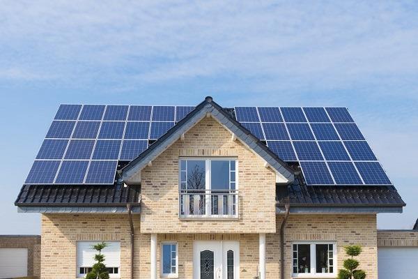 De acuerdo a la arquitectura de la casa, se pueden adaptar estéticamente los paneles solares