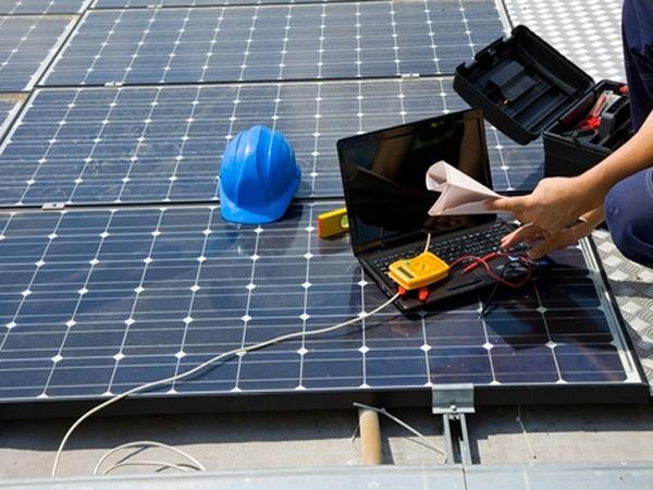 Los paneles solares no requieren mantenimientos exhaustivos constantemente