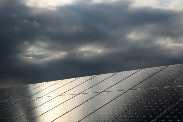 Los paneles solares si funcionan en días nublados